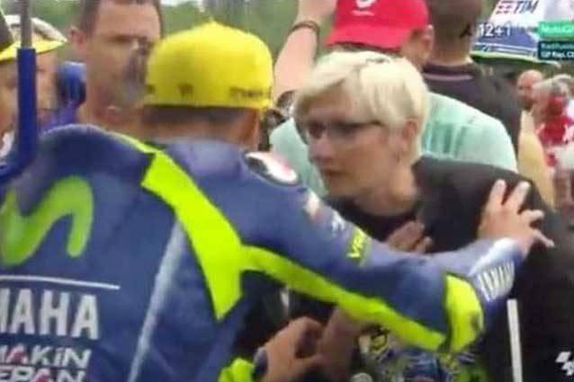 """Il ministro respinto da Valentino Rossi spiega: """"Triste quanto accaduto"""""""